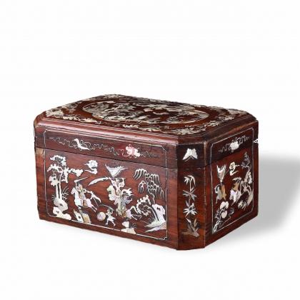 红木嵌螺钿盖盒